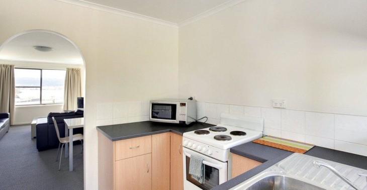 kitchen through to lounge